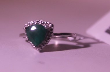Exquisite Sterling Silver Ring with Genuine Columbian