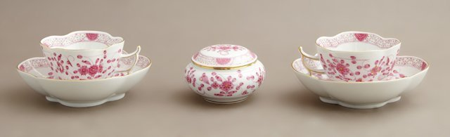 Five Pieces of Meissen Porcelain, 20th c., consisting