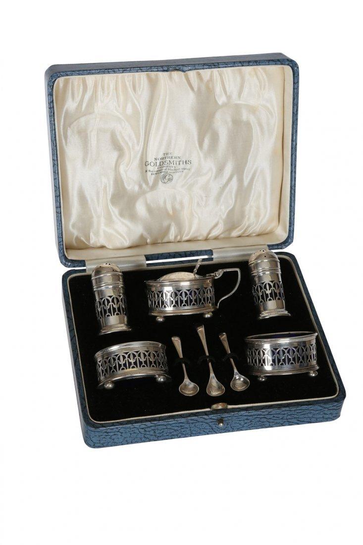 A George V silver cruet set, Northern Goldsmiths Co