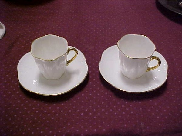 9: Lot of 2 English Shelley fine bone cups and saucers