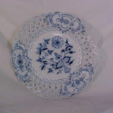 11: Meissen Blue Onion pattern plate