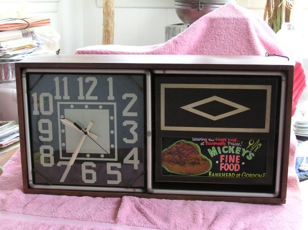 820: ELECTRIC ADVERTISING CLOCK FOR MICKEY'S FINE FOOD