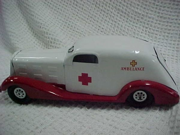 18: 1930's Marx wind-up Ambulance