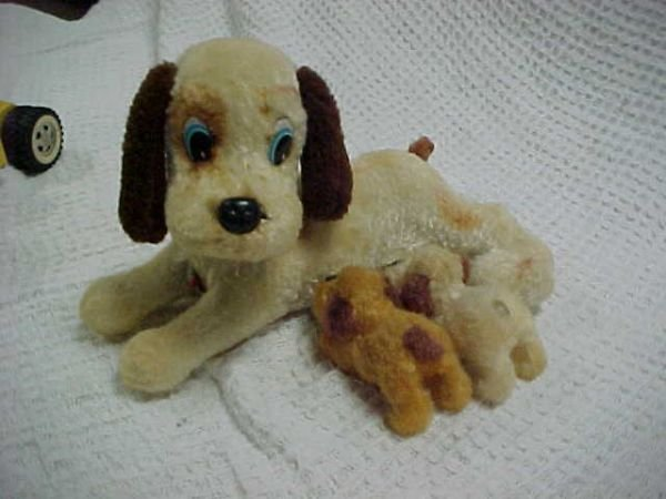 20: Battery operated dog w/2 sucking puppies