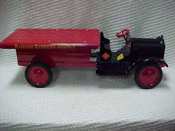 1501: 1930's Keystone Koaster truck.