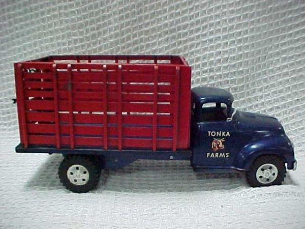1502: 1957 Tonka High rack farm truck.