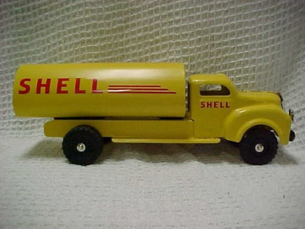 1508: 1950's Lincoln Shell oil tanker, pro restored