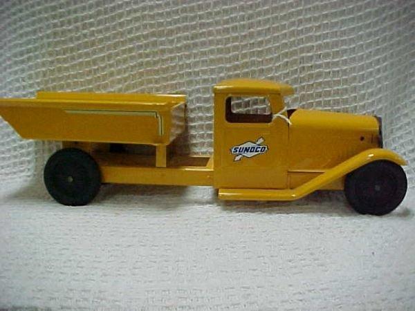 1515: 1930's V cab Structo Sunoco Dump restored.