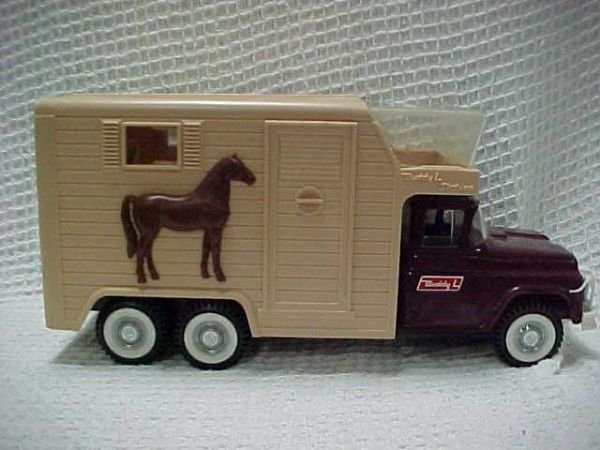 1517: 1950's-60's Buddy L stable truck spring action