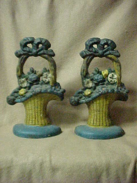 2019: Pair of eary cast iron bookends basket w/flowers