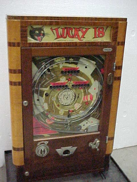 2079: Lucky 18 vintage pinball machine working conditio