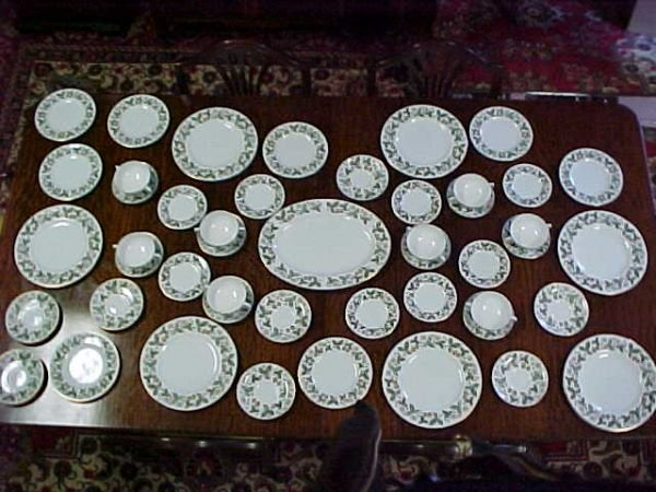 3014: Wedgewood bone china Strawberry Hill pattern. 56