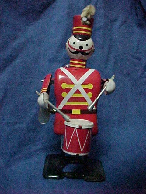 3021: Linemar toys japan tin litho wind up solider drum