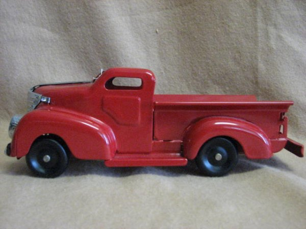 23: 1939-41 Marx Package delivery pickup w/lights.