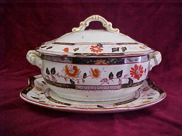 407: English small covered tureen underplate