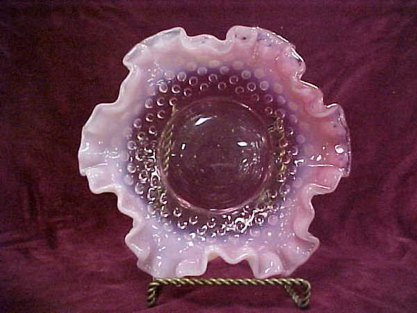 423: Pink opalescent hobnail bowl crimped rim