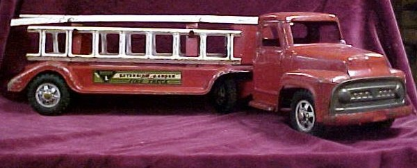 706: 1950s Buddy L extension ladder toy truck