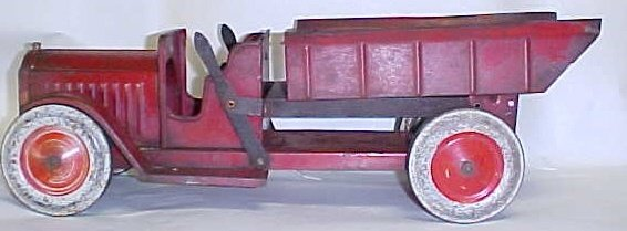 710: 1920s Structo Dual lever toy dump truck