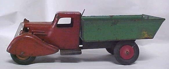714: 1930s Wyandotte Rooster Comb toy dump truck