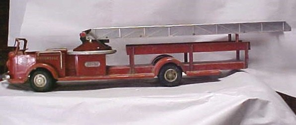 767: Deapke toy fire engine
