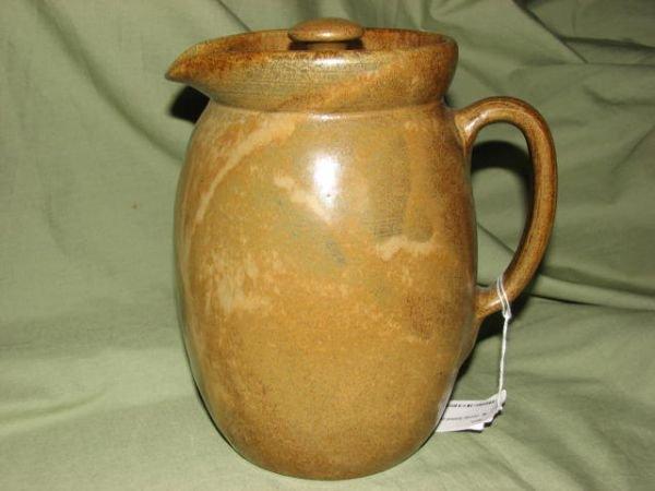 21: W.J. Gordy large lidded pitcher Mt. Gold