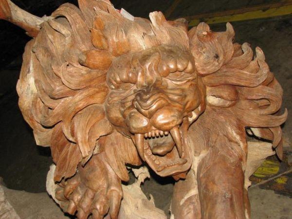 513: The best carved lion statue teakwood stump.