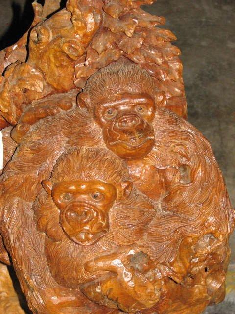 516: Carved teakwood stump w/2 monkeys.