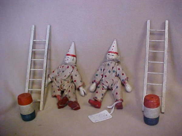 22: 2 Scheenhut clowns w/barrels & ladders