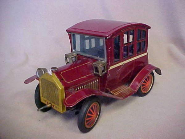 23: 1940's-50's Tin LItho Japan battery operated car.
