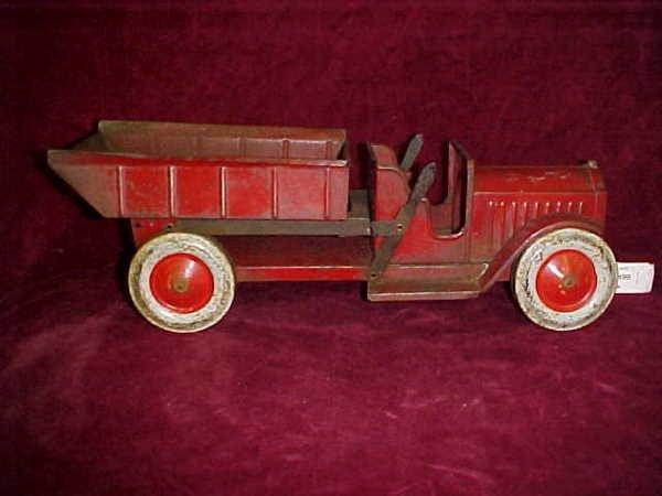 1100: 1920's Dual Lever Dump truck