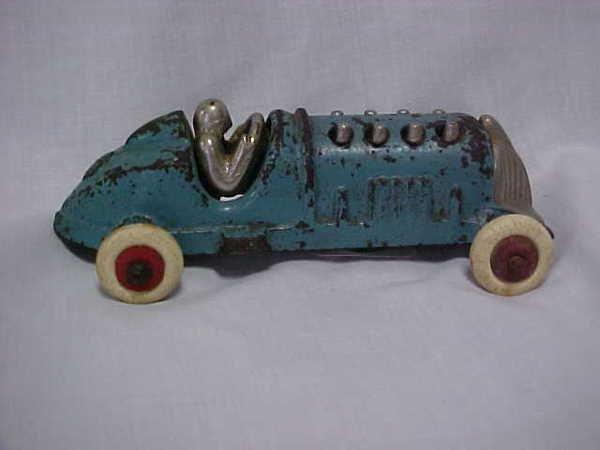 1104: Hubley 1930's iron piston racer