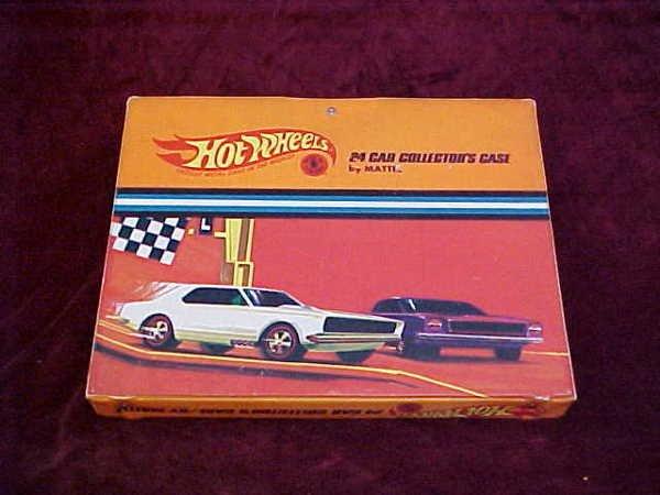 1121: 24 pc Hotwheels cars w/hotwheels case