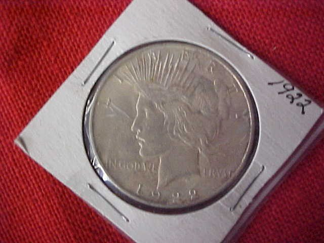 25: (11) 1922 BUNC Peace Dollar