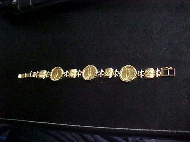 141: Gold bracelet w/3 1999 $5 Liberty gold coins.