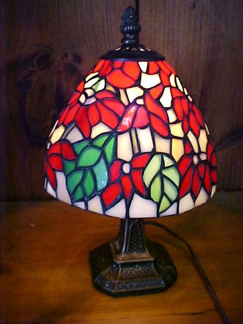 23: Small Poinsetta Design Tiffany Style  Lamp