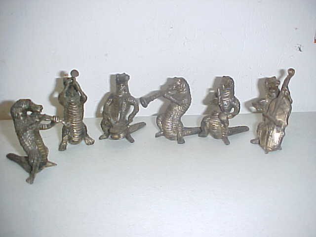 2: Lot of 6 Vintage cast iron musician Alligators.