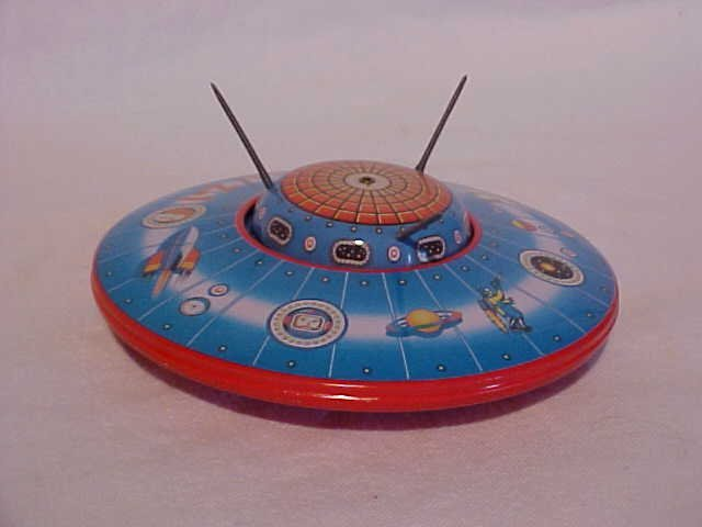 "17: Tin Litho ""Saucer Z-1"" Toy"