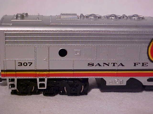 """162: Bachmann """"Santa Fe 307"""" model train engine - 3"""