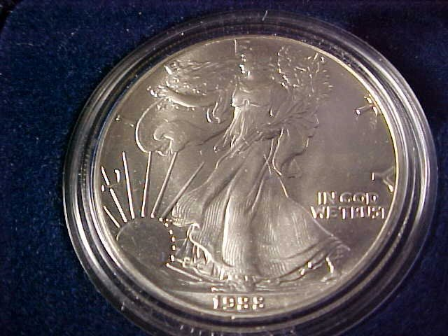 54: 1988 Silver Eagle $1 coin w/case. 1oz