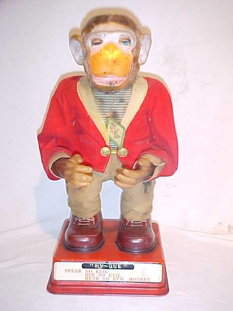 100: Battery Operated Hy-Que Monkey tin litho. Japan