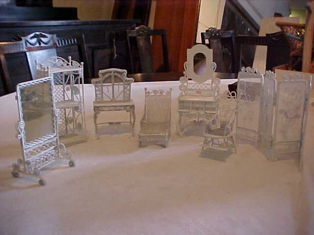 24: 7 Pieces of white doll house furniture