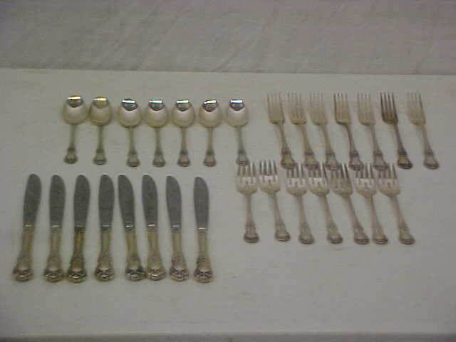 175: 32 pc. service for 8 Towle sterling silver flatwar