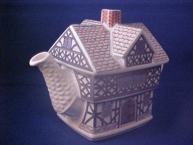 "4000: Signed Sadler china tea pot ""Tudor House"""