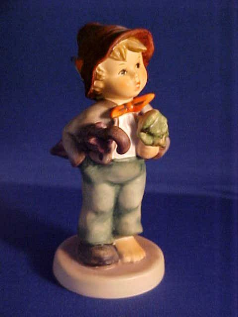 Hummel figurine Lost Stocking 4.5""