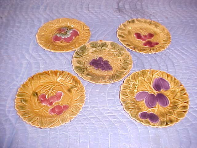 """Lot of 5 Majolica style plates 7-1/2""""wide."""