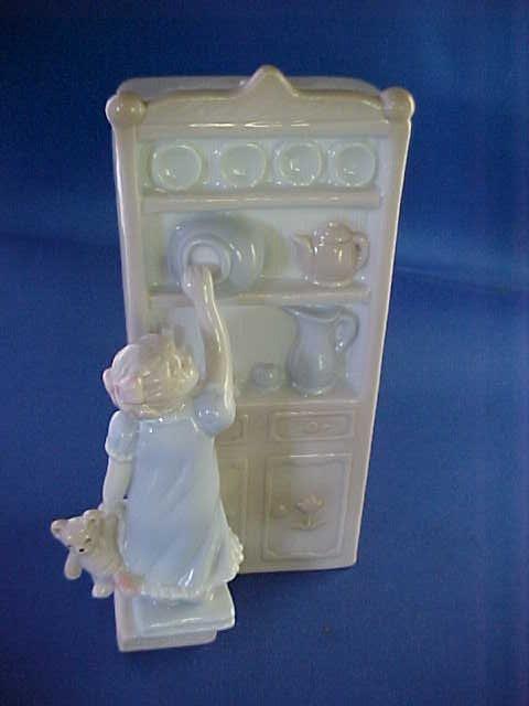 "1989 House of Loyld figural statue w/music box. 6-1/4""."