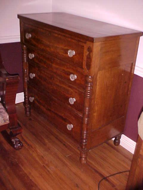 Period Empire mahogany 4 drawer chest w/sandwich glass