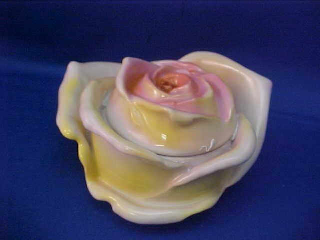 "Royal Bayreuth Yellow Rose 3-3/4"" w Sugar dish w/lid"