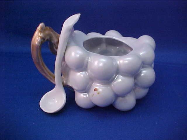 """Royal Bayreuth White Grape 4-1/4""""w Sugar dish"""