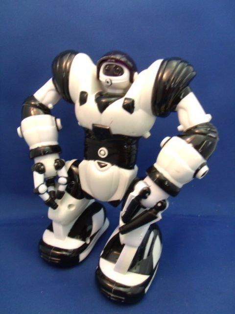 "7"" Wowwee Mini Robosapien robot"